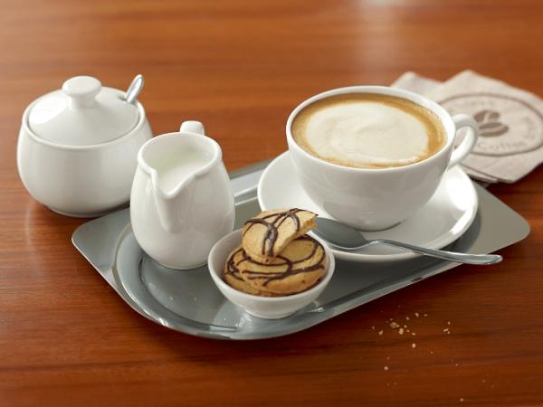 ספלי קפה וכדוני חלב